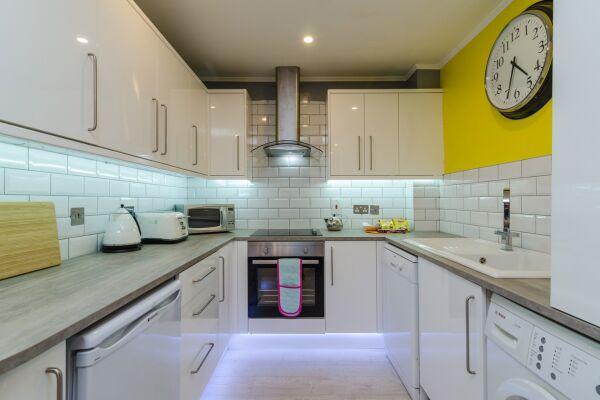 Kitchen, Citygate Serviced Apartments, Belfast