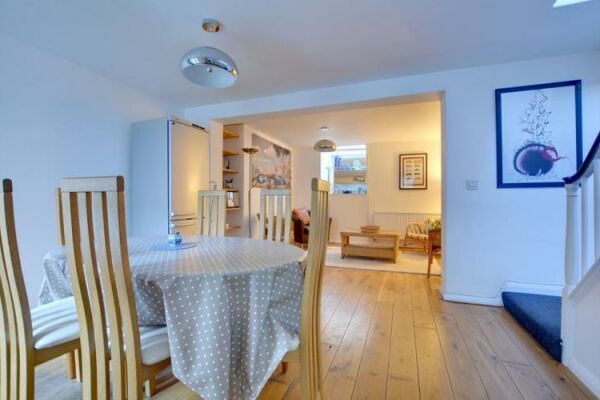 Dining area, Rosemary Cottage, serviced accommodation Brighton