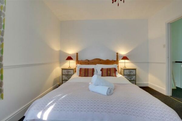 Bedroom 1, Rosemary Cottage, serviced accommodation Brighton