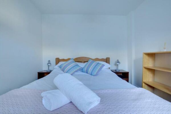 Bedroom 2, Rosemary Cottage, serviced accommodation Brighton