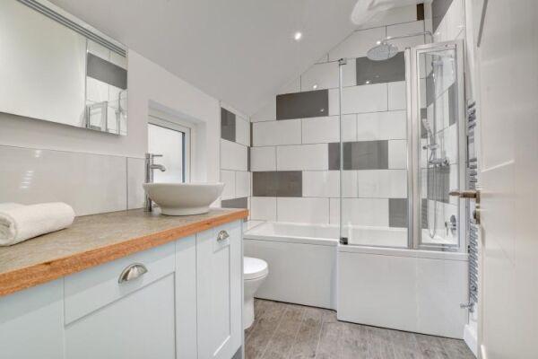 Bathroom, Castle Cottage Serviced Accommodation, Brighton