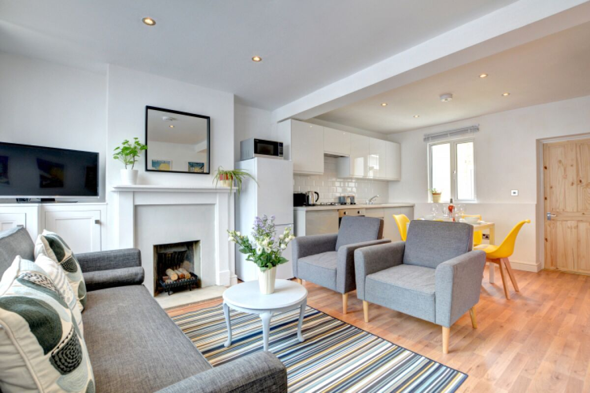 Living Area, The Pearl Serviced Accommodation, Brighton