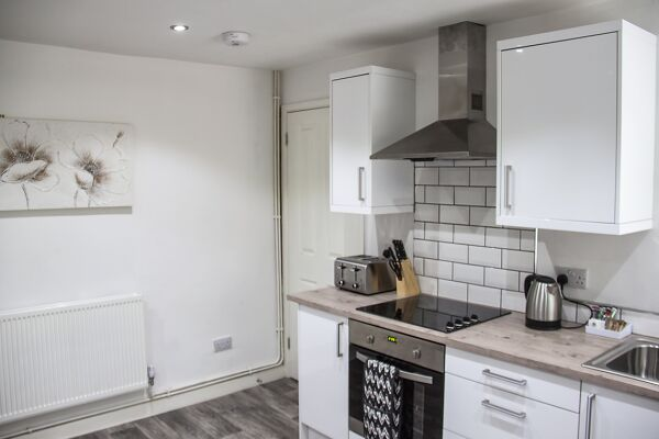 Kitchen, Jersey Lodge Serviced Accommodation, Swansea