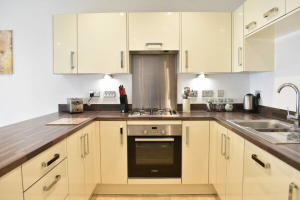 Kitchen, Regency Place Serviced Accommodation, Cheltenham