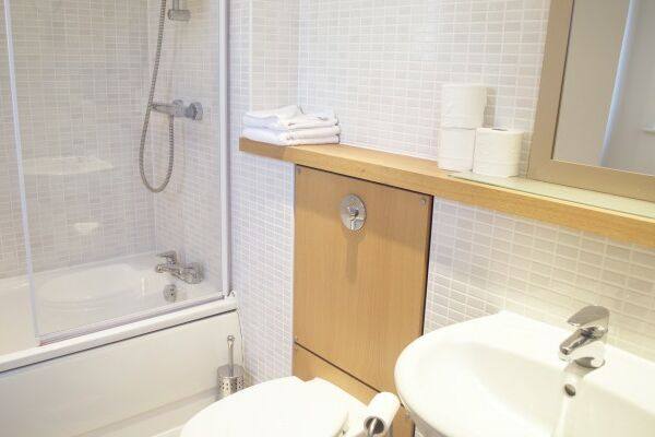 Bathroom, City Centre Serviced Apartments, Edinburgh