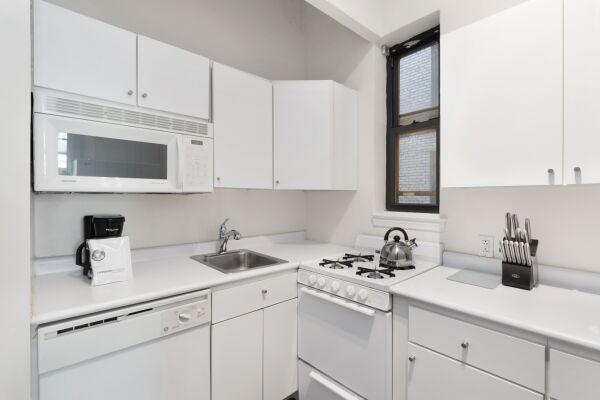 Kitchen, 142 West Apartments, New York