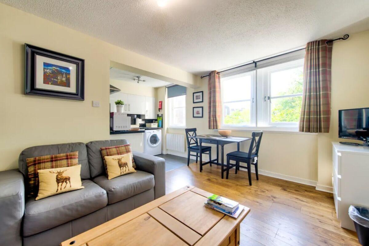 Living Area, Castle Wynd Serviced Apartments, Edinburgh
