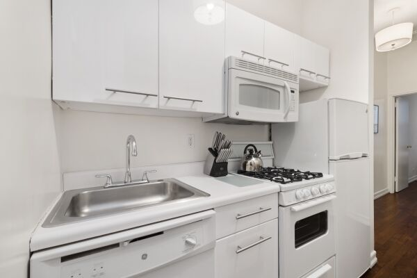 Kitchen, 231 West 15th Street Serviced Apartments, New York