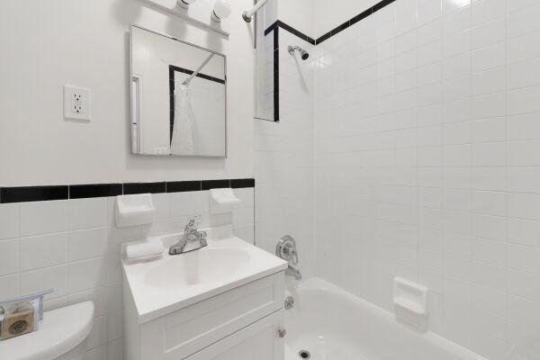 Bathroom, 231 West 15th Street Serviced Apartments, New York