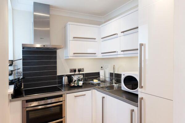Kitchen, Byron House Serviced Apartments, Cambridge