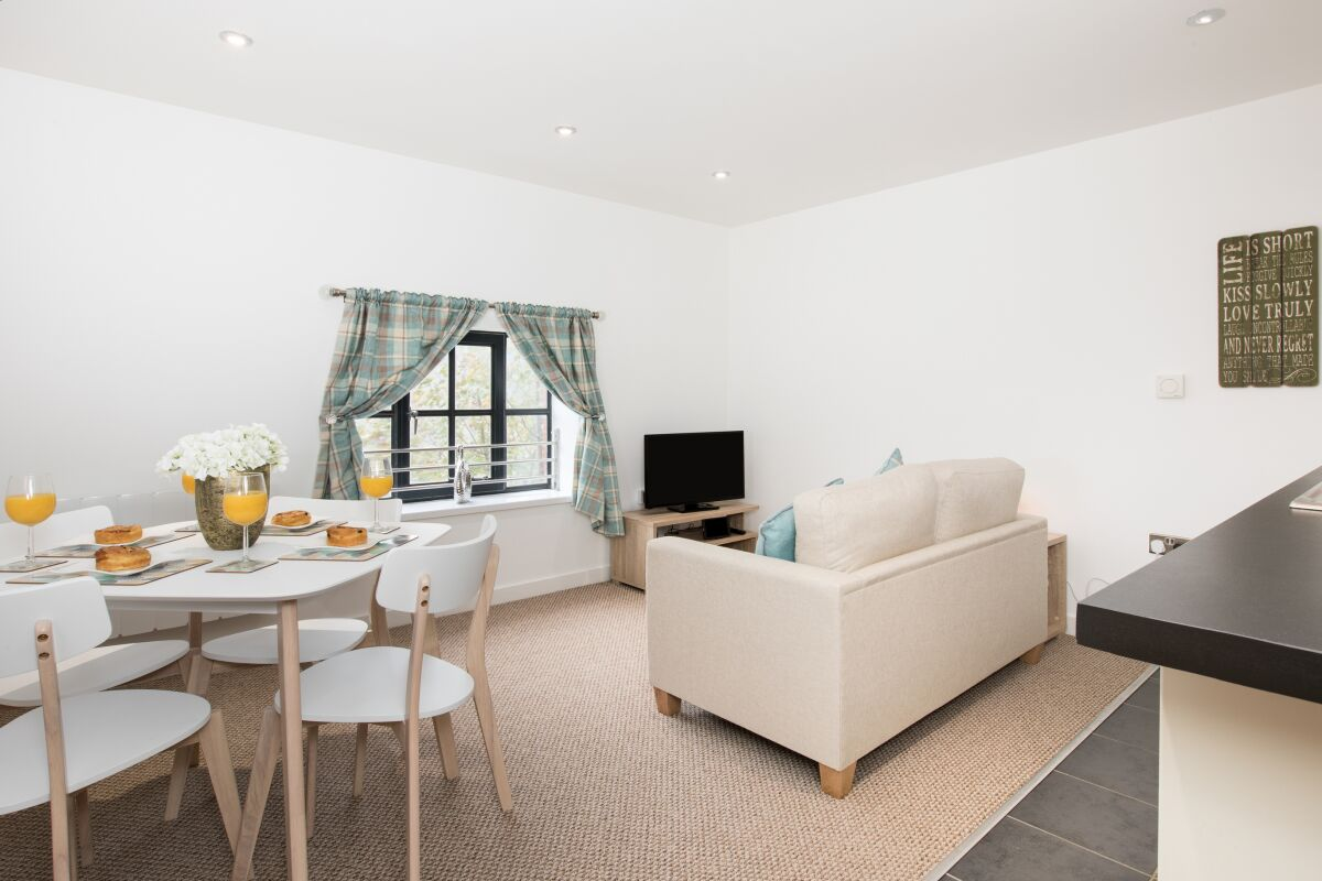 Living and Dining Area, Livermore Loft Serviced Apartment, Swansea