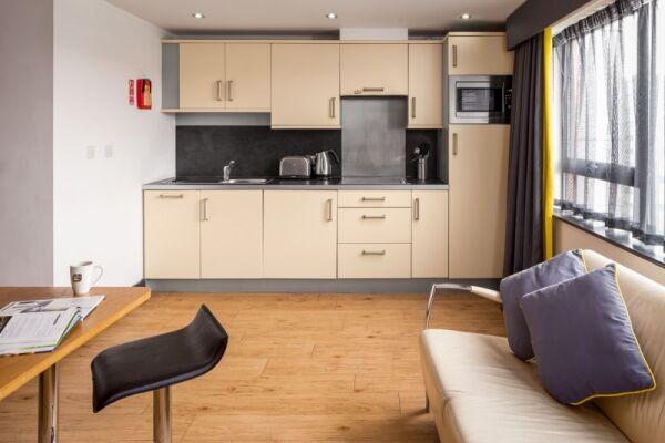 Leeds City West Serviced Apartments, Kitchen