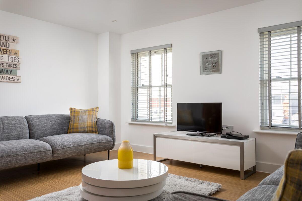 Prince Regent Mews Apartment                         - Cheltenham, Gloucestershire