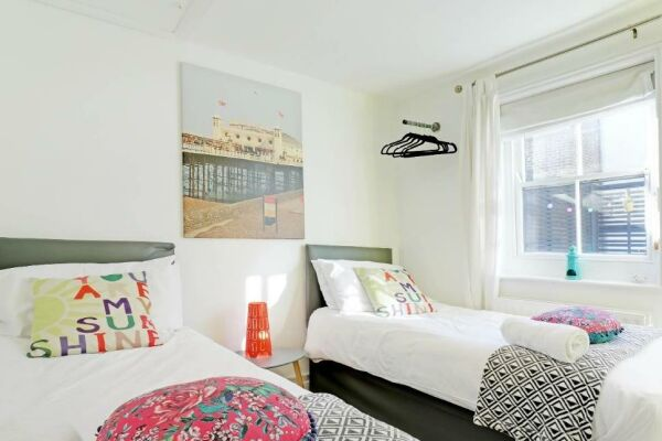 Bedroom, Sunny Cottage House Serviced Accommodation, Brighton