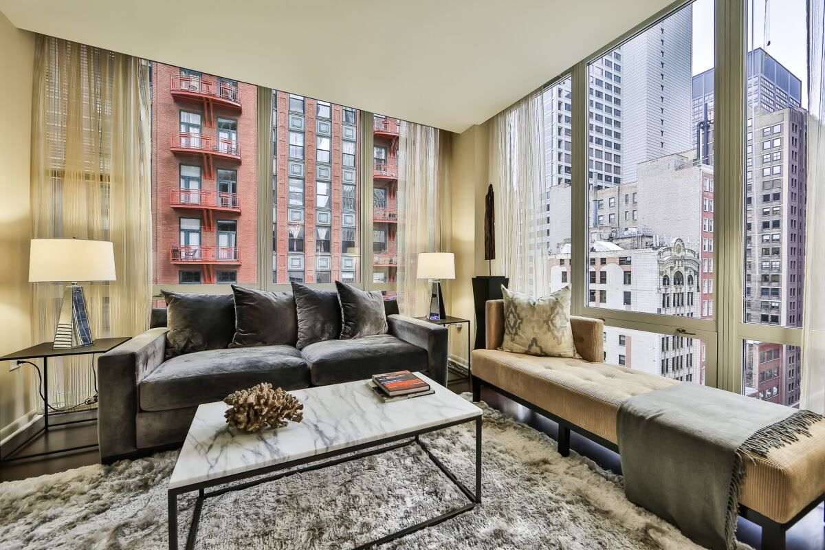 Living Area, 215 West Serviced Apartments, Chicago