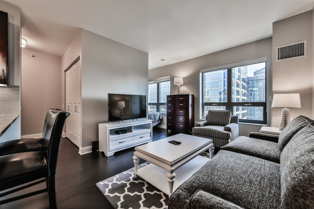 Living Area, AMLI River North Serviced Apartments, Chicago
