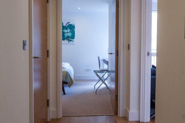 Hallway, Riverside Marlowe Serviced Apartment, Cambridge